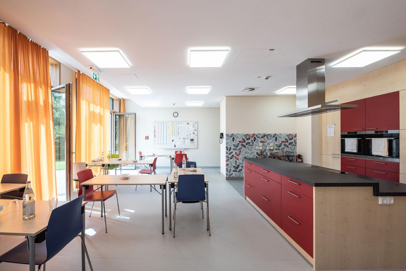 Küche und Speisesaal der Psychosomatik des Kinderkrankenhaus St. Marien in Landshut